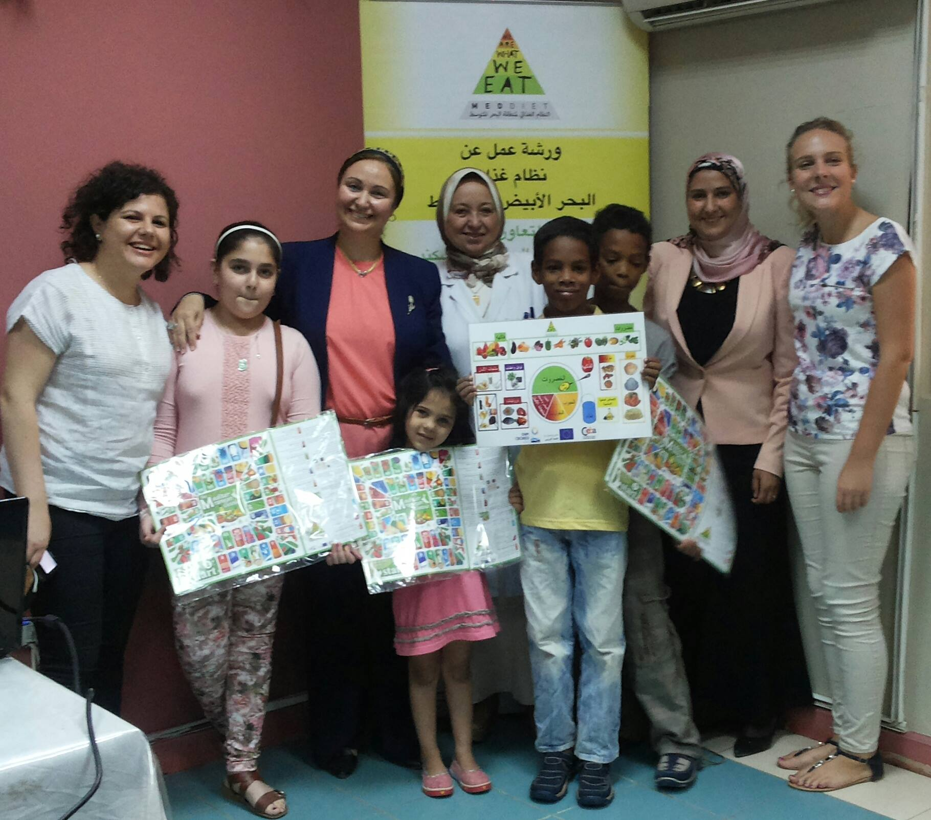 Dr Sahar Khairy, Dr Amira Tahio, Dr Eman Abdelhamid with the MedDiet Project Assistants and some of the partecipating children.jpg