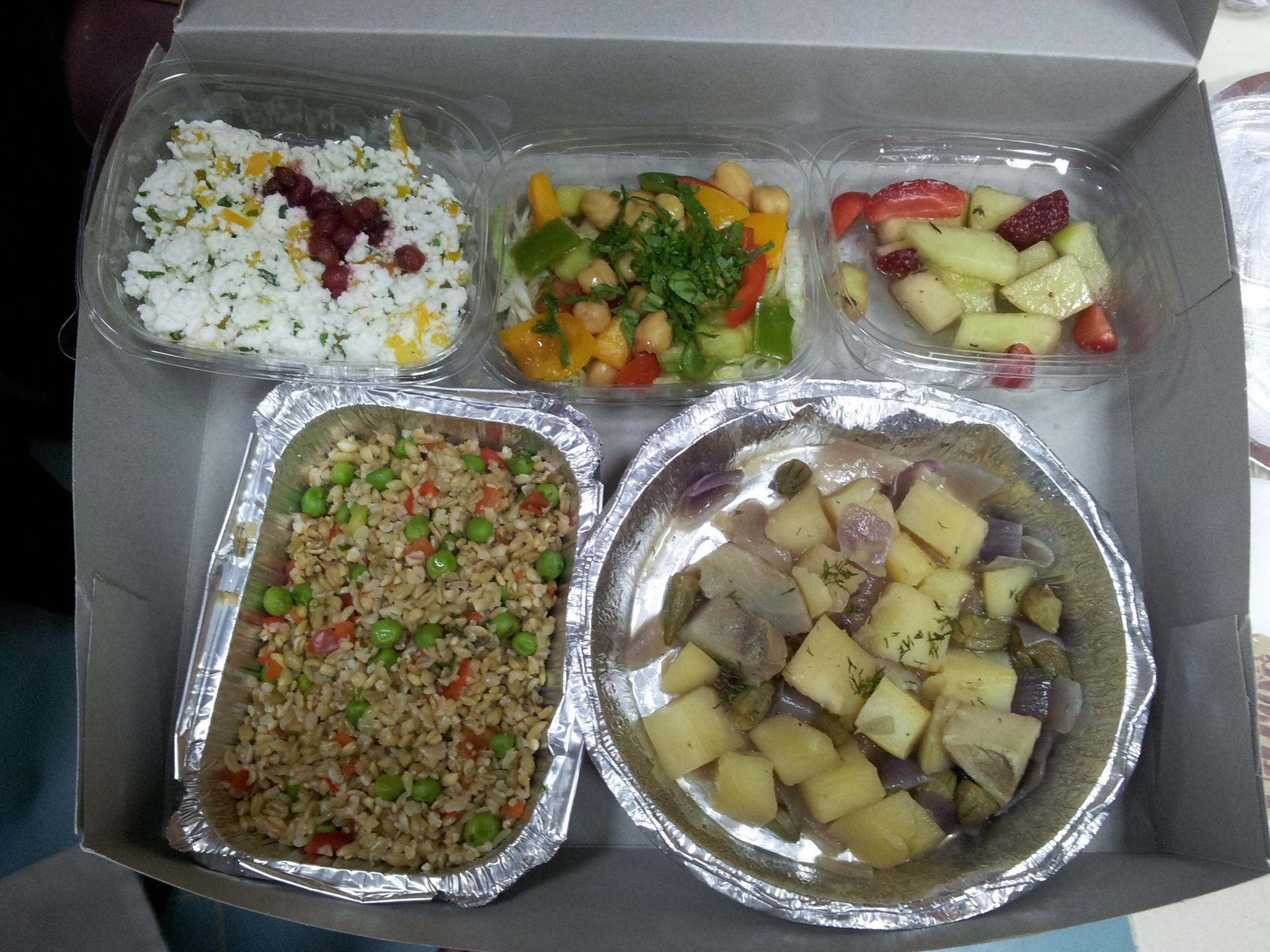 The Mediterranean lunch box. At the workshop the usual sweets and chips were not allowed in the room! A healthy, tasty, colorful MedDiet meal was served instead.jpg
